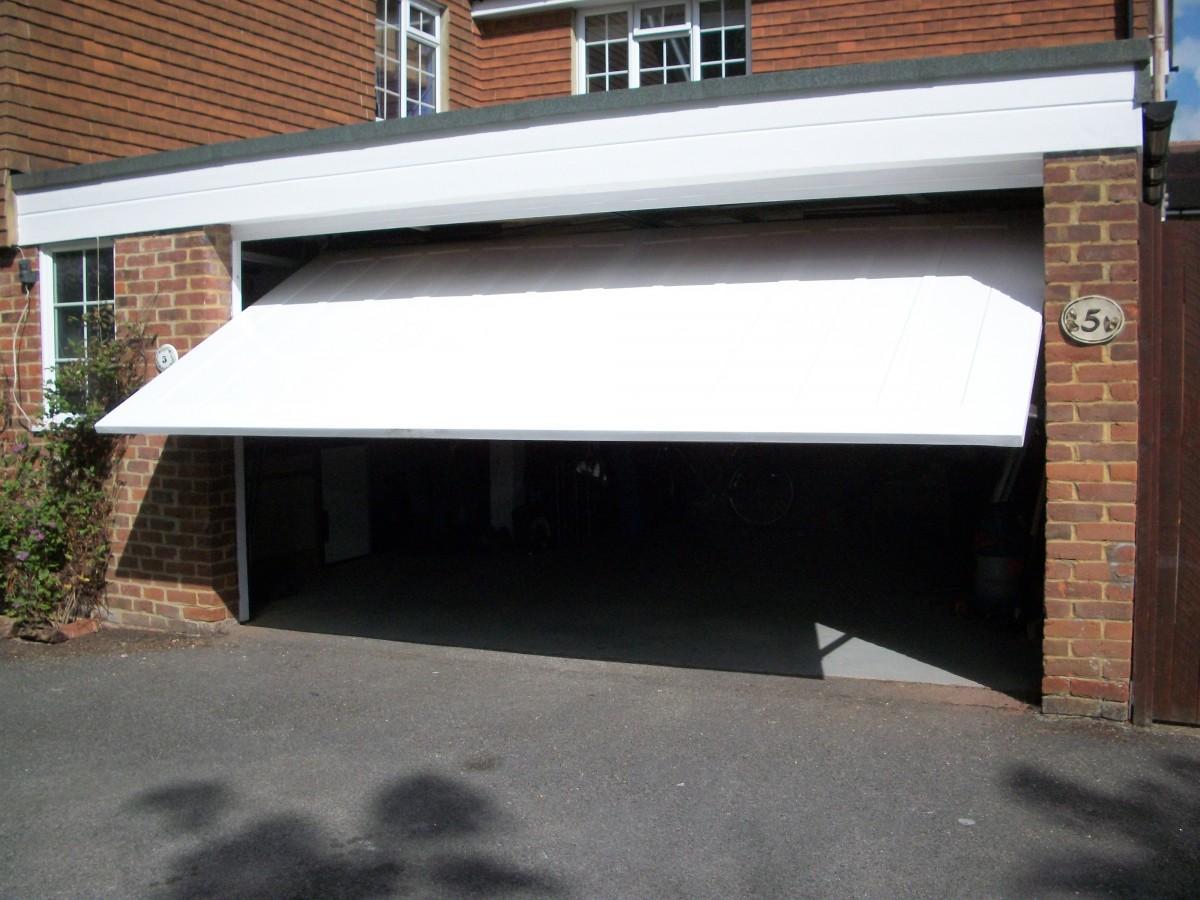 Cardale Grp Door Windsor Berkshire Doormatic Garage Doors