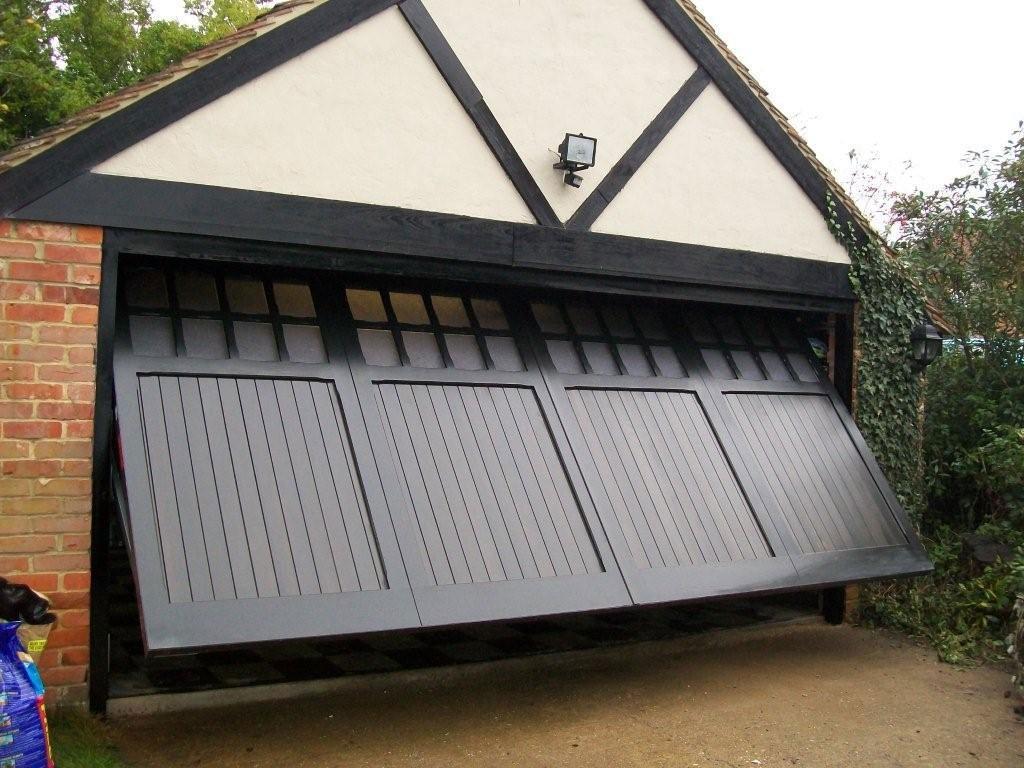 Cardale Timber Garage Door Woking Surrey Doormatic